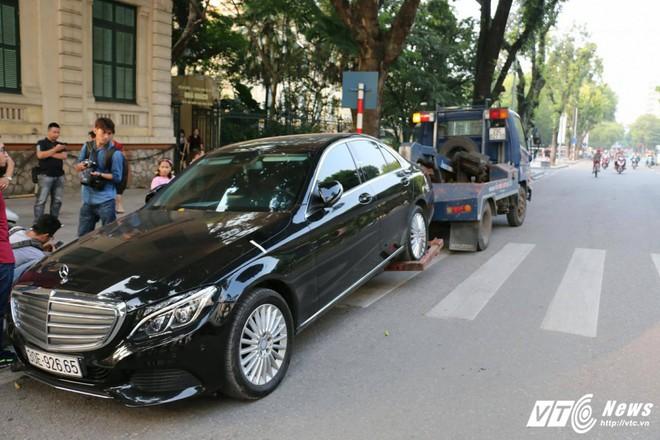 Những vụ tai nạn dở khóc, dở cười trong lộ trình của đoàn lãnh đạo tham dự APEC - Ảnh 5.