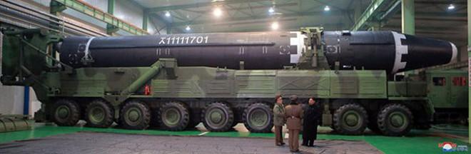 Chi tiết quá trình chuẩn bị phóng tên lửa có thể vươn đến Washington của Triều Tiên - Ảnh 5.