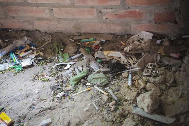 """Đột nhập khu biệt thự thành """"thiên đường"""" của các con nghiện ở Hà Nội - Ảnh 5."""
