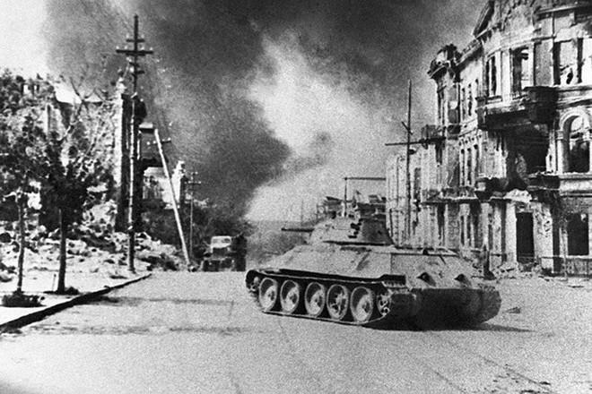 Xe tăng huyền thoại T-34 đè bẹp lực lượng thiết giáp Đức Quốc xã - Ảnh 5.