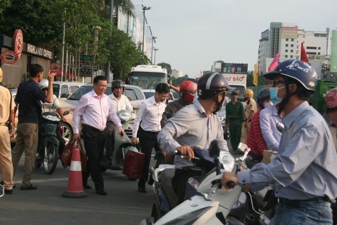 Kẹt xe, hành khách chạy thục mạng vào sân bay Tân Sơn Nhất - Ảnh 5.