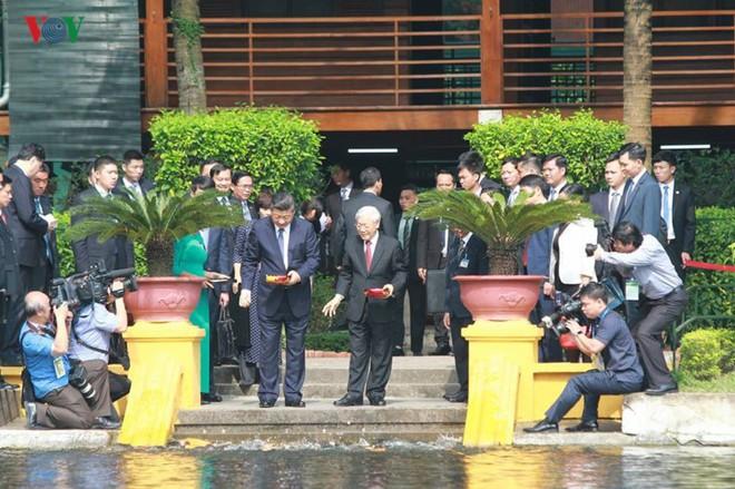 Ảnh: Chủ tịch Trung Quốc Tập Cận Bình vào Lăng viếng Chủ tịch Hồ Chí Minh - Ảnh 5.