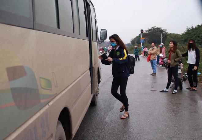 Hà Nội: Người dân tiếp tục về quê nghỉ Tết Dương lịch, đường cao tốc quốc lộ 5 ùn tắc kéo dài hàng km - Ảnh 5.