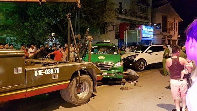 Ô tô húc văng hơn 10 xe, 2 người chết ở Sài Gòn - Ảnh 6.