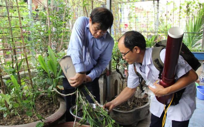 Bộ trưởng Y tế kiểm tra tại ổ dịch sốt xuất huyết Thuỵ Khê - Tây Hồ - Ảnh 6.