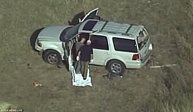Ngỡ ngàng trước biệt thự xa hoa của nghi phạm xả súng ở Texas - Ảnh 7.