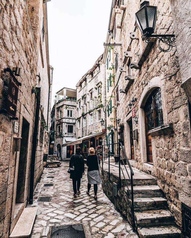 Chiêm ngưỡng vẻ đẹp cổ tích của 25 con phố rực rỡ khắp nơi trên thế giới - Ảnh 7.