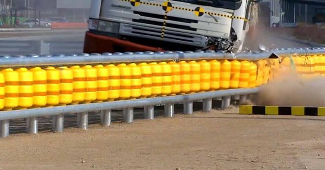 Rào chắn cực thông minh có thể cứu sống biết bao người trong tai nạn giao thông - Ảnh 7.