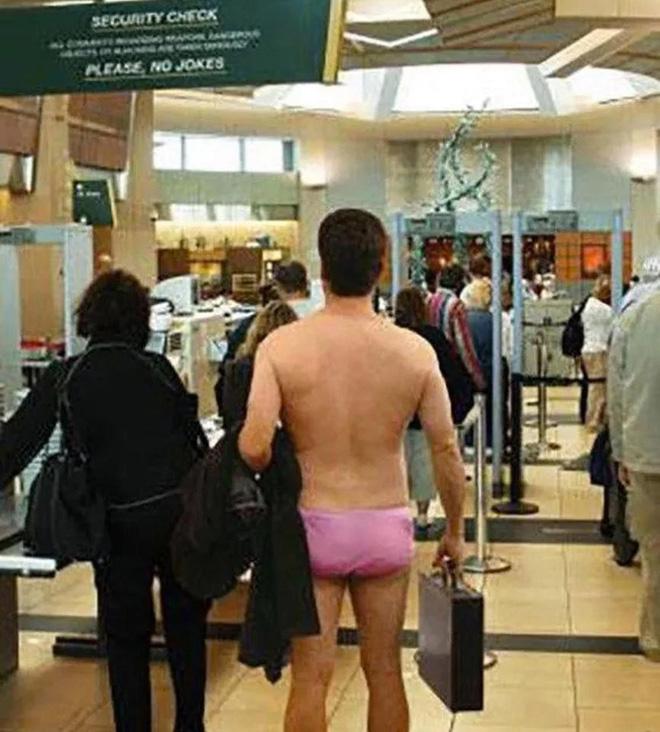 15 cảnh tượng khó hiểu bạn không thể ngờ được là có thể diễn ra ở sân bay - Ảnh 7.