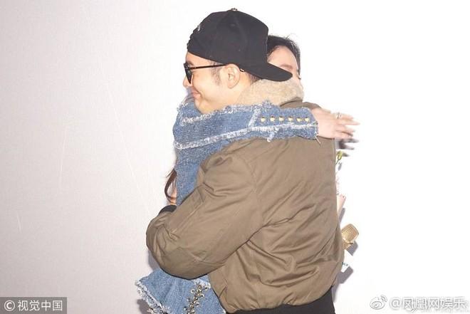 Cô Cô Lưu Diệc Phi hạnh phúc ôm chầm lấy Quá Nhi Huỳnh Hiểu Minh tại sự kiện - Ảnh 7.