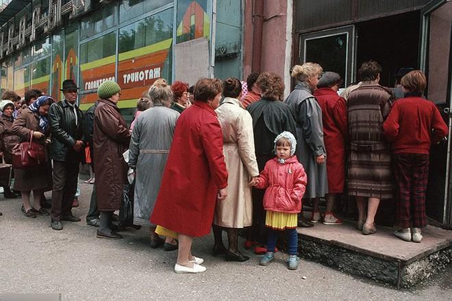 Hình ảnh buồn về siêu cường Liên Xô trước khi sụp đổ - Ảnh 7.