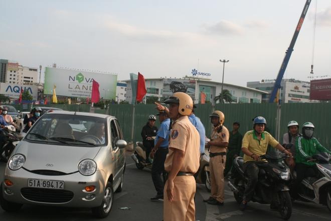 Kẹt xe, hành khách chạy thục mạng vào sân bay Tân Sơn Nhất - Ảnh 7.