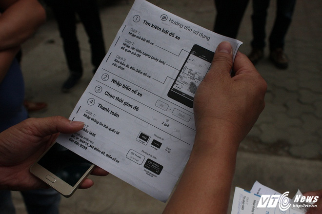 Ảnh: Tài xế sử dụng công nghệ đỗ xe thông minh tại Hà Nội thế nào? - Ảnh 9.