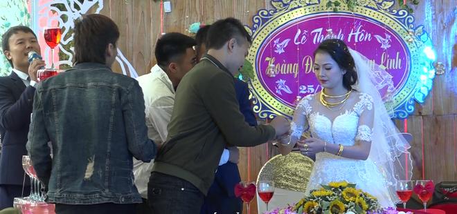 Cặp đôi được tặng nhiều vàng trong ngày cưới đến nỗi đủ mở cả tiệm trang sức - Ảnh 8.
