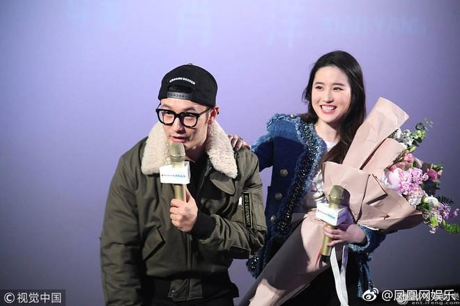 Cô Cô Lưu Diệc Phi hạnh phúc ôm chầm lấy Quá Nhi Huỳnh Hiểu Minh tại sự kiện - Ảnh 8.
