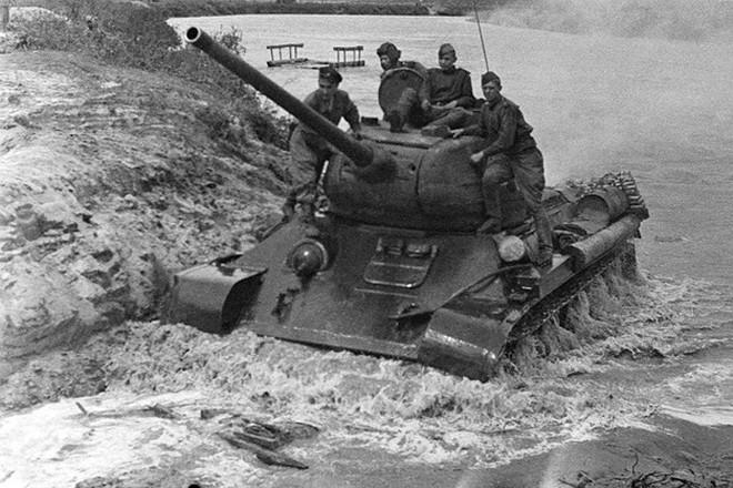 Xe tăng huyền thoại T-34 đè bẹp lực lượng thiết giáp Đức Quốc xã - Ảnh 8.