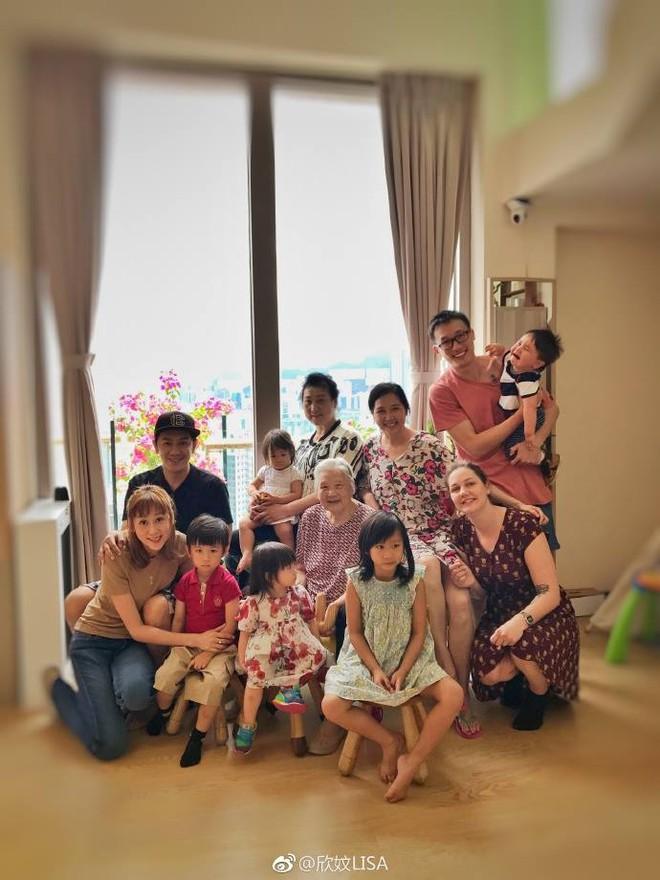 Bà xã Trần Hạo Dân bất ngờ chia sẻ ảnh dìm hàng chồng tại Đà Nẵng, Việt Nam - Ảnh 9.