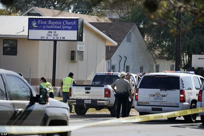 Ngỡ ngàng trước biệt thự xa hoa của nghi phạm xả súng ở Texas - Ảnh 9.