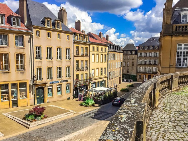 Chiêm ngưỡng vẻ đẹp cổ tích của 25 con phố rực rỡ khắp nơi trên thế giới - Ảnh 9.
