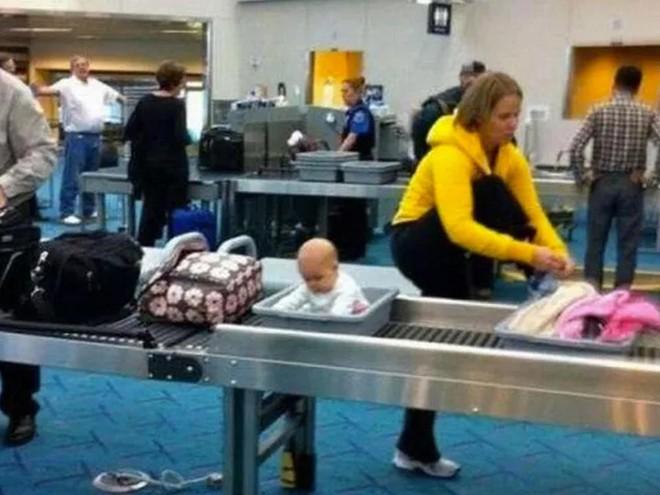 15 cảnh tượng khó hiểu bạn không thể ngờ được là có thể diễn ra ở sân bay - Ảnh 9.