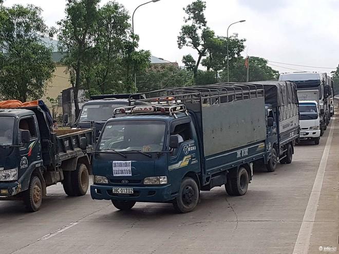 Hà Tĩnh: Hàng trăm phương tiện tập trung tại Cầu Rác yêu cầu miễn phí BOT - Ảnh 10.