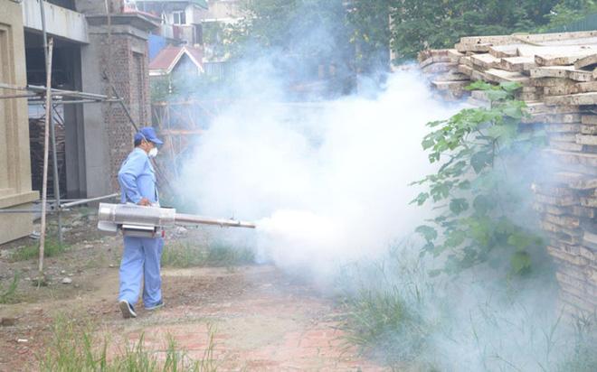 Bộ trưởng Y tế kiểm tra tại ổ dịch sốt xuất huyết Thuỵ Khê - Tây Hồ - Ảnh 9.