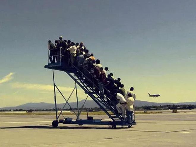 15 cảnh tượng khó hiểu bạn không thể ngờ được là có thể diễn ra ở sân bay - Ảnh 10.