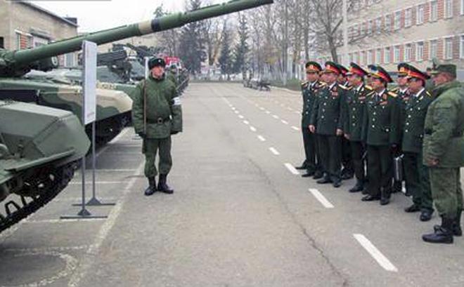 Tướng Ấn Độ khen ngợi sĩ quan Việt Nam huấn luyện trên xe tăng hiện đại