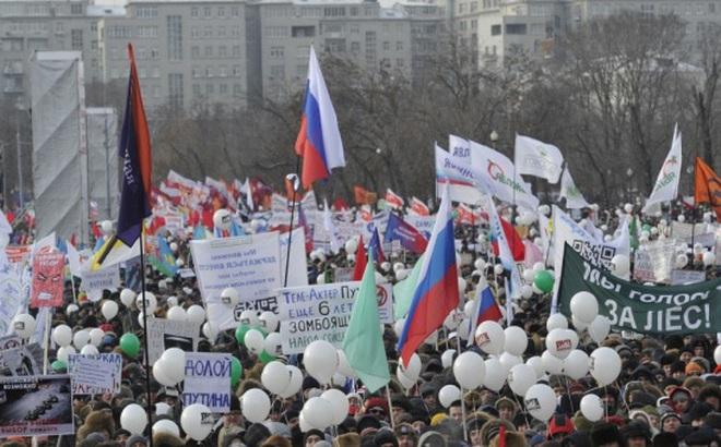 """""""Bầu cử tổng thống sớm"""" ở Nga chỉ là thuyết âm mưu"""