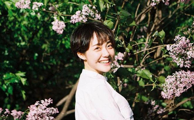 """Cô bạn Hàn Quốc với nụ cười má lúm làm """"xiêu lòng"""" mọi chàng trai"""