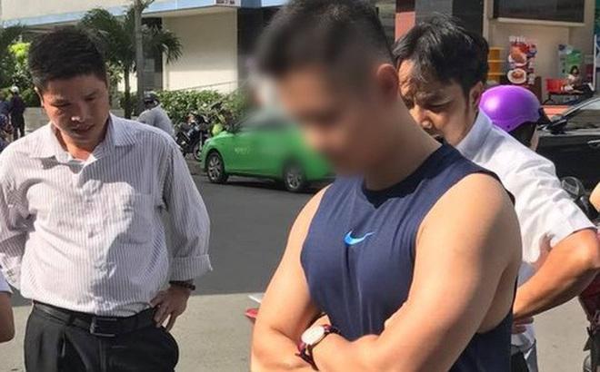 """Mặc tài xế taxi năn nỉ chỉ còn 200k trong túi, """"soái ca"""" Sài Gòn kiên quyết đòi 400k bồi thường sau va chạm"""