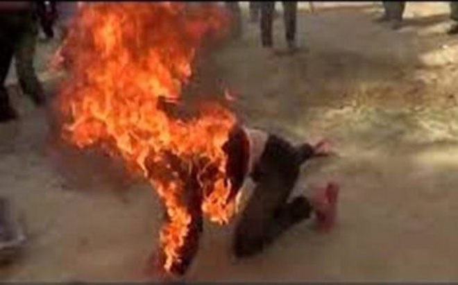 """Nghi án con nghiện lên cơn """"ngáo đá"""" tạt xăng đốt người đàn ông"""