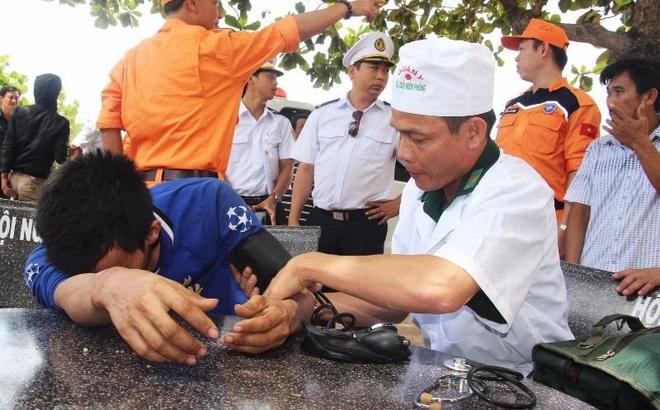10 thuyền viên bị đắm tàu và nghĩa cử ngư dân Bình Định