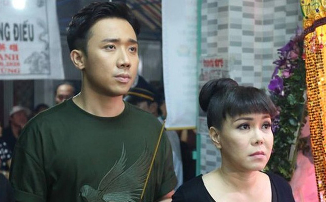 Trấn Thành, Việt Hương lặng người bên linh cữu của cố nghệ sĩ Khánh Nam