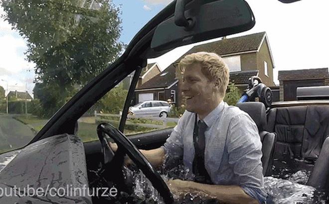 Có chiếc xe lai bồn tắm nước nóng này thì có kẹt xe cũng không khiến bạn thấy khó chịu nữa