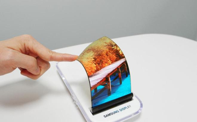 Tại sao Samsung phải vội vàng ra mắt chiếc smartphone gập của mình khi chưa chín mùi?