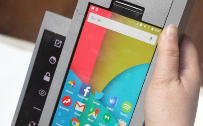 Đây là chiếc smartphone dị nhất thế giới, gồm 3 chiếc smartphone bé kết hợp lại với nhau