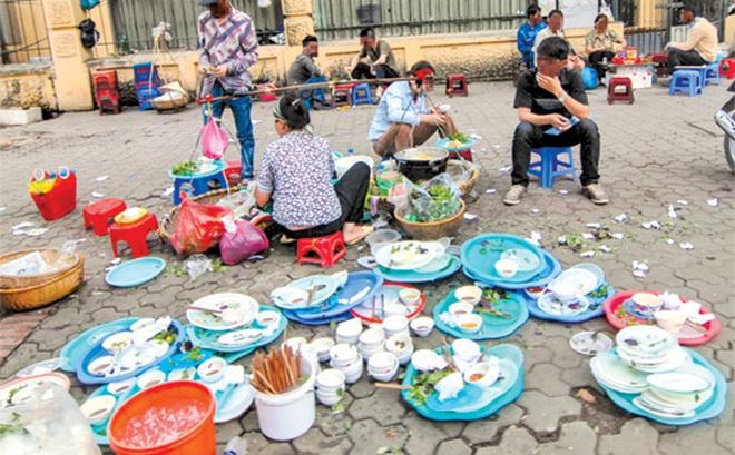 Ngộ độc thức ăn đường phố: Rước bệnh vào thân vì quá dễ dãi