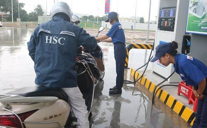 Vừa mở cây xăng đầu tiên ở Việt Nam, đại gia Nhật Bản đã gây sốt: Bán xăng chính xác tới 0,01 lít, lau kính ô tô miễn phí, nhân viên cúi gập người chào khách