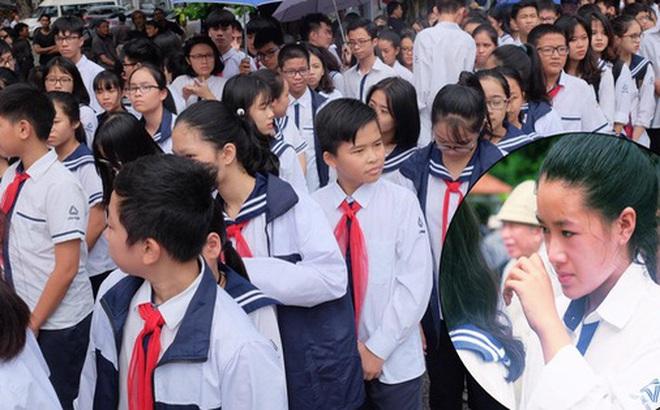 Hàng nghìn người dân cùng học sinh xếp hàng dài vào tiễn biệt thầy Văn Như Cương về cõi vĩnh hằng