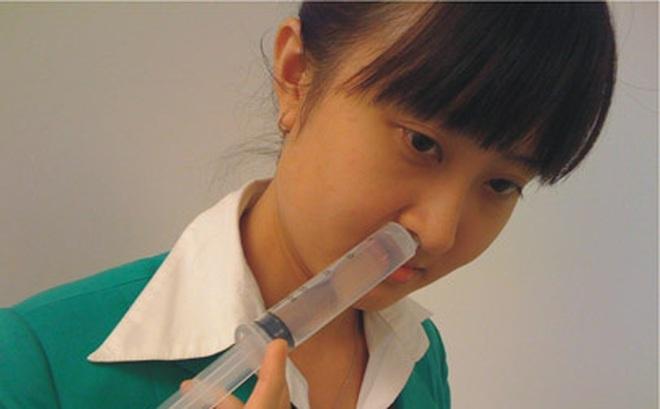 Đừng để viêm xoang nặng thêm vì rửa mũi