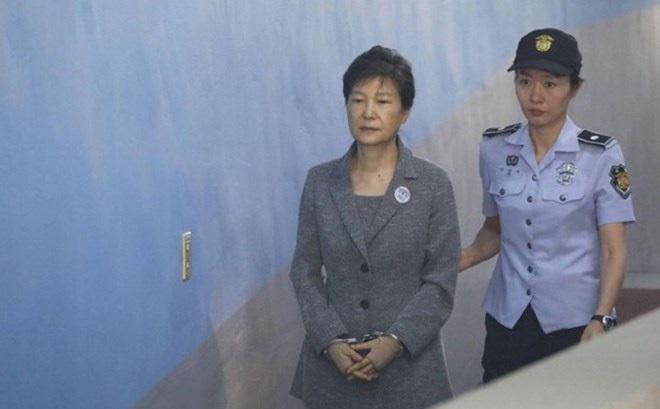 Đảng đối lập chính quyết định khai trừ cựu Tổng thống Park Geun-hye