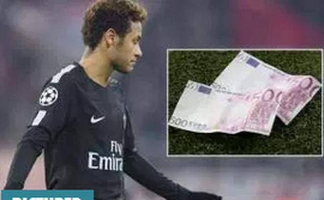 Fan Bayern ném tiền giả có hình Neymar