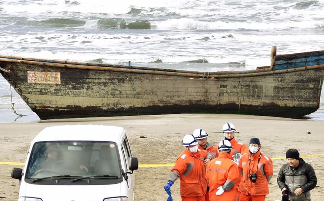 """Báo Nhật: Những """"con tàu ma"""" Triều Tiên mang trên mình nhiệm vụ vô cùng nguy hiểm"""
