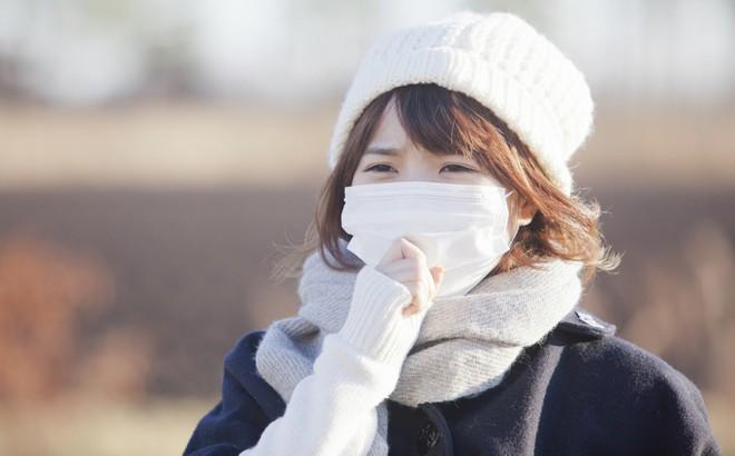 """10 bí quyết """"phòng hơn chữa"""" giúp tránh xa viêm mũi, viêm họng, cảm cúm, sổ mũi... mùa rét"""