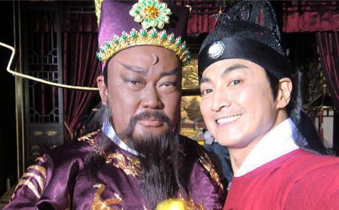 """""""Triển Chiêu"""" Hà Gia Kính bị hắt hủi, đóng băng sự nghiệp vì bảo vệ Bao Thanh Thiên"""