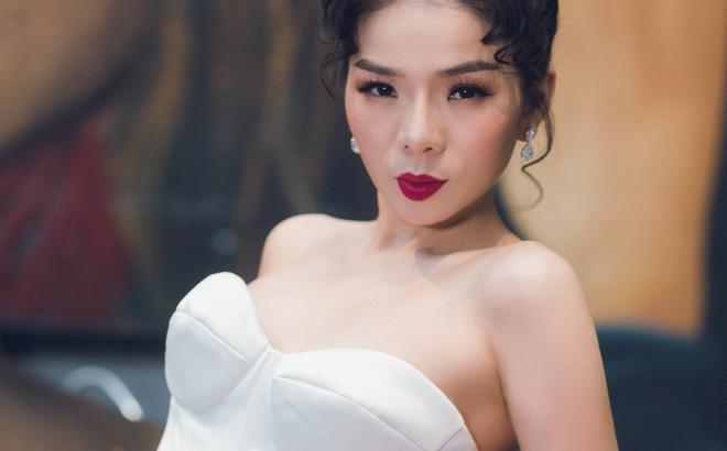 Ca sĩ Lệ Quyên xinh đẹp và sexy trong trang phục váy cưới