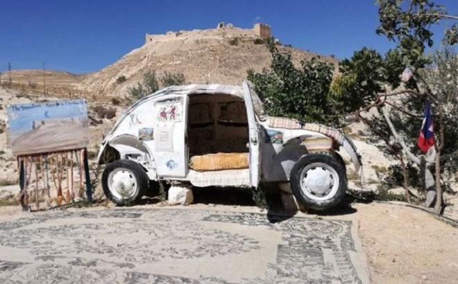 Khách sạn nhỏ nhất thế giới ẩn nấp trong 'con bọ' Volkswagen