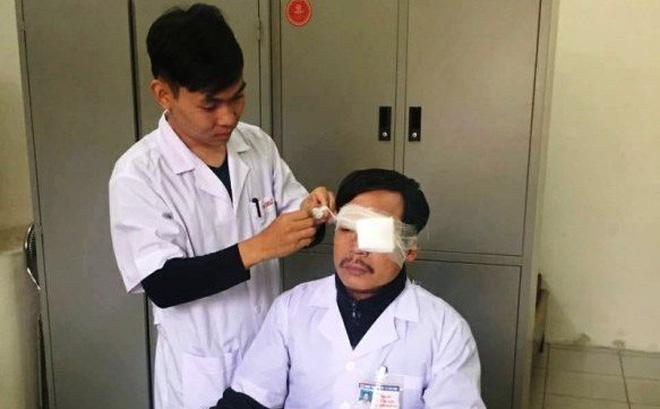 Kẻ đánh bác sĩ gãy xương mũi khi đang cấp cứu cho bệnh nhân khai gì?
