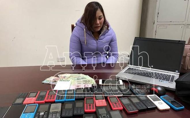 """""""Tú Bà"""" tổ chức bán dâm công nghệ qua mã số, có 30 điện thoại để giao dịch"""